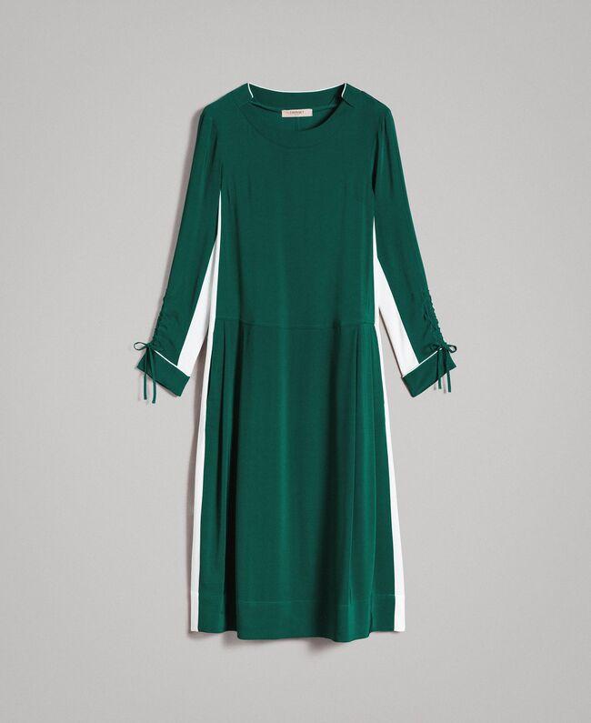 שמלה ירוקה, אורך מידי, שרוול ארוך, פס לבן בצד
