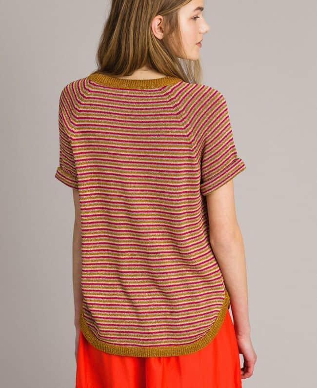 חולצת פסים קצרה מלורקס. צבעונית