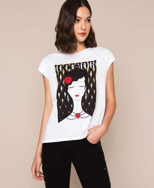 חולצה לבנה ללא שרוולים עם הדפס אישה