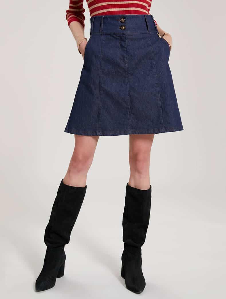 חצאית ג'ינס קצרה
