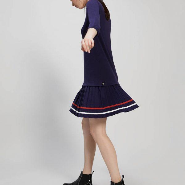 שמלת סריג עם קפלים