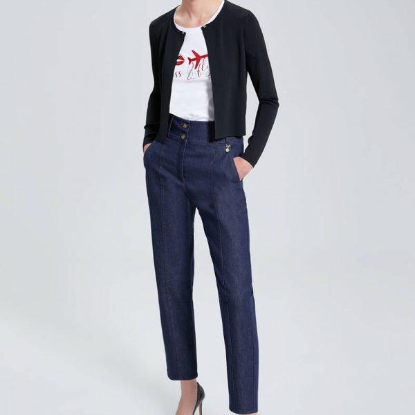 ג'ינס בגזרת מכנס קלאסי