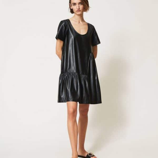 שמלה דמוי עור עם כיווצים