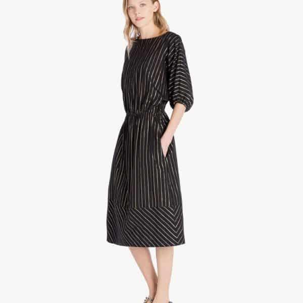שמלת מקסי שחורה עם חוט זהב
