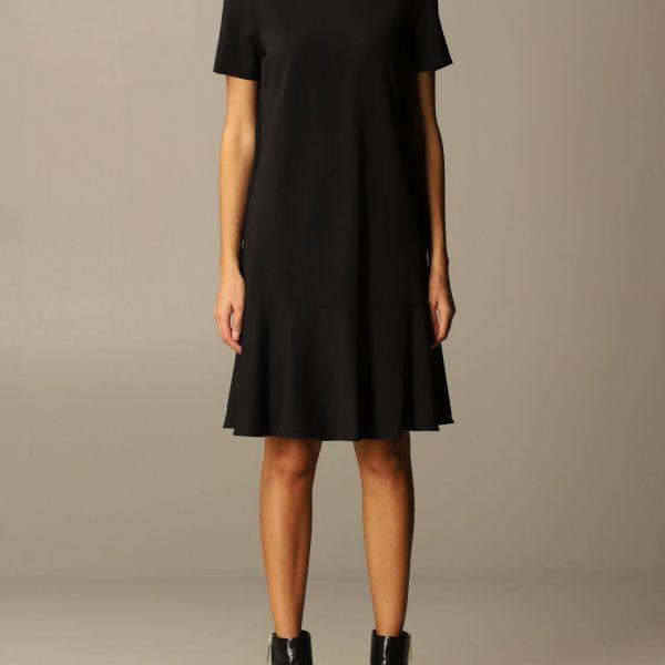 שמלה שחורה בגזרה נוחה