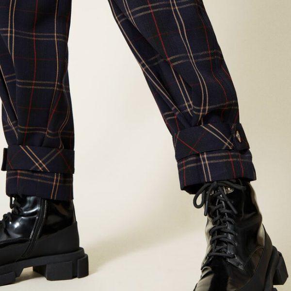 מכנסיים מחויטות ומשובצות